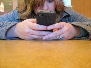 1024px-Texting_closeup